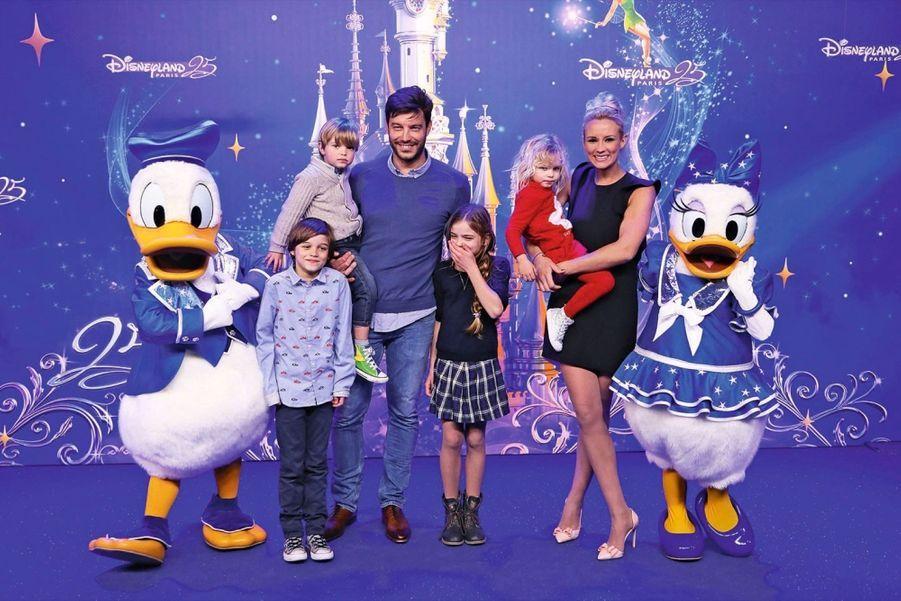L'ex-miss France Elodie Gossuin, son mari, Bertrand Lacherie, avec leurs quatre enfants.