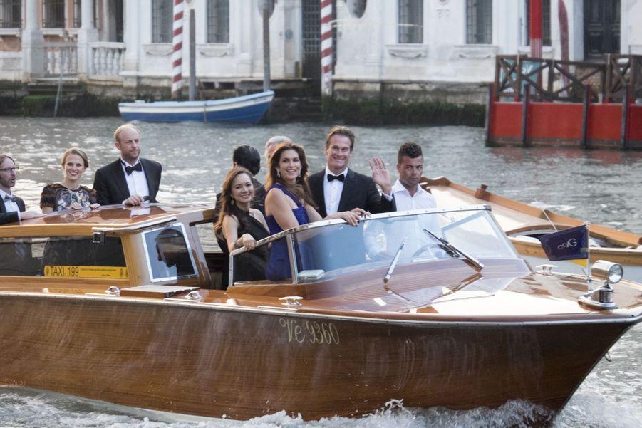 Cindy Crawford se rend au mariage de George et Amal Clooney à Venise en 2014.