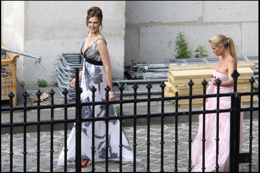 Nicollette Sheridan etBrenda Strong se rendent au mariage d'Eva Longoria et Tony Parker à Paris en 2007.