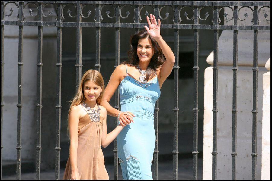Teri Hatcherse rendau mariage d'Eva Longoria et Tony Parker à Paris en 2007.