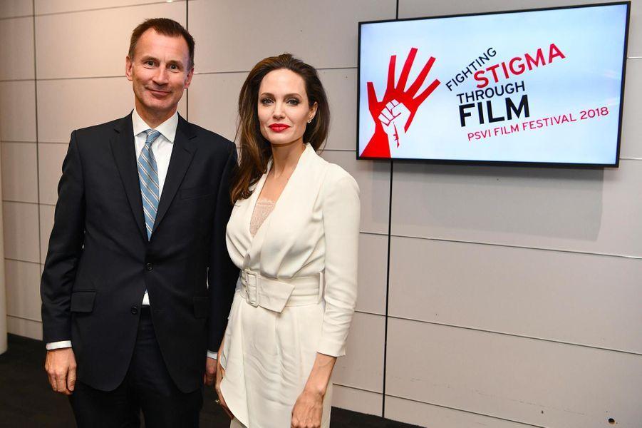 Jeremy Hunt et Angelina Jolie à Londres, le 23 novembre 2018.