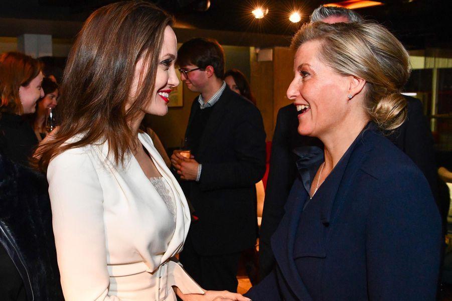 Angelina Jolie et Sophie de Wessex à Londres, le 23 novembre 2018.