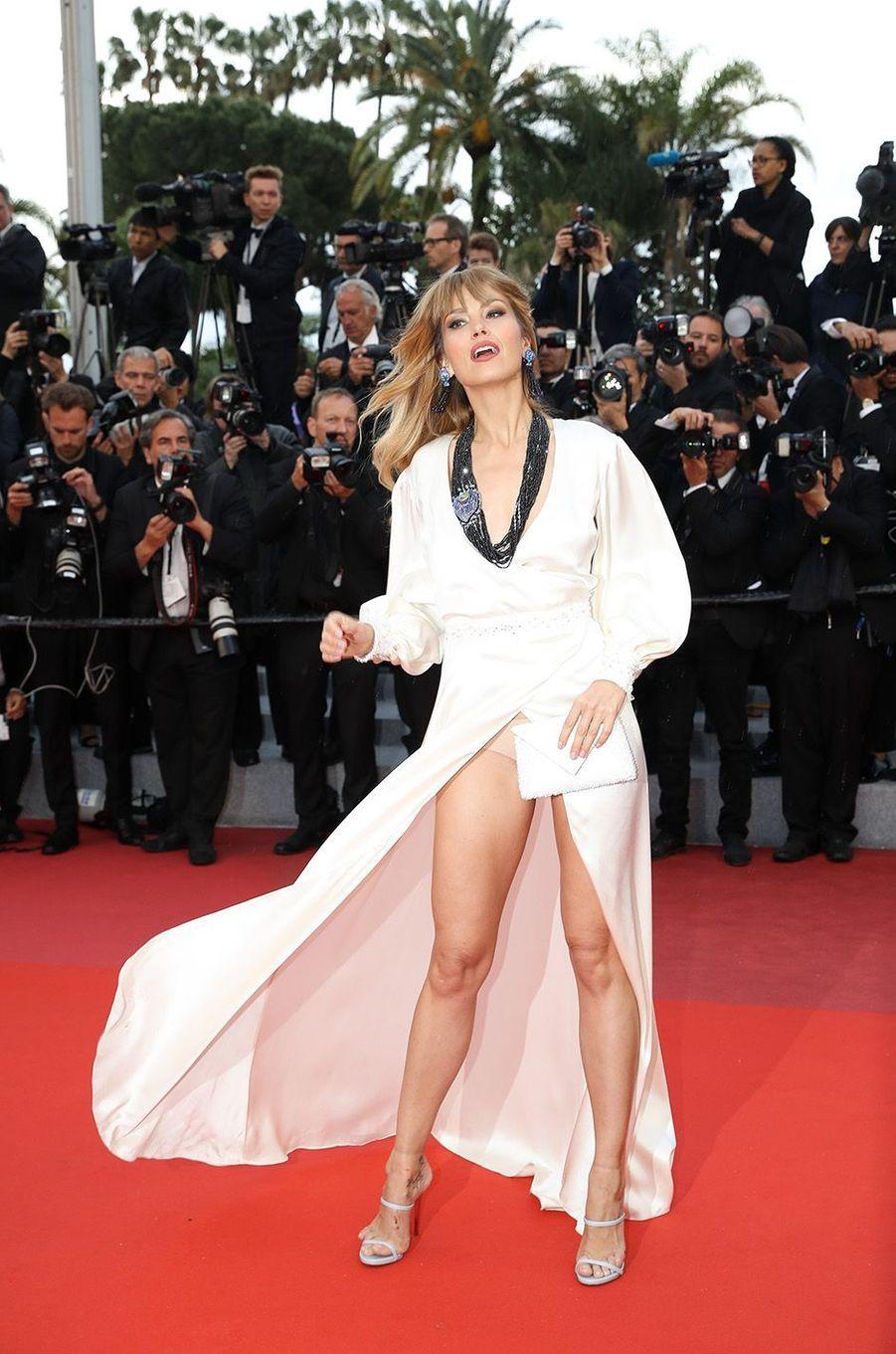 Petra Nemcova et son petit accident sur le red carpet de Cannes, le 14 mai 2018.