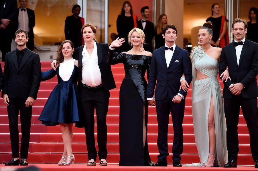 Arthur Harari, Gaspard Ulliel, Laure Calamy, Justine Triet, Virginie Efira, Niels Schneider, Adele Exarchopoulos et Paul Hamy à Cannes, le 24 mai 2019