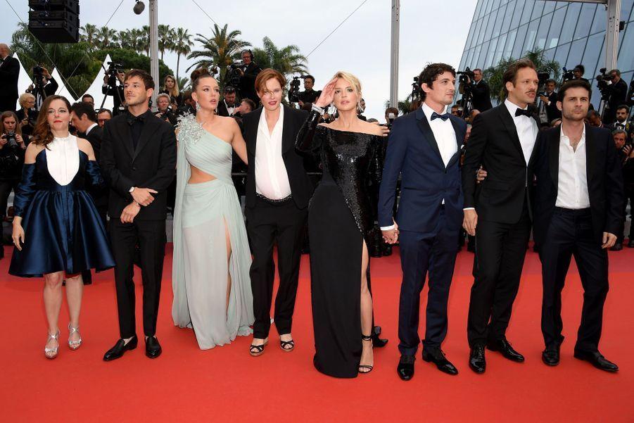 Paul Hamy, Niels Schneider, Virginie Efira, Justine Triet, Adele Exarchopoulos, Gaspard Ulliel, Laure Calamy et Arthur Harari à Cannes, le 24 mai 2019