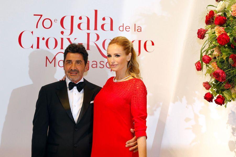 Adriana Karembeu et son mari André Ohanian au gala de la Croix-Rouge