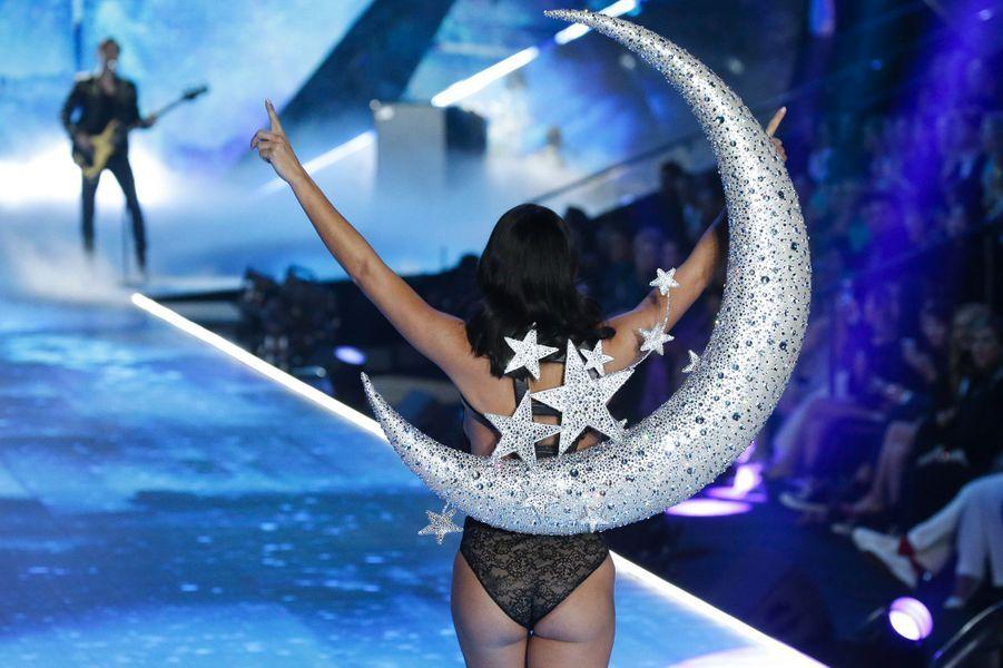 Adriana Lima au Victoria's Secret Fashion Show 2018, à New York, jeudi 8 novembre