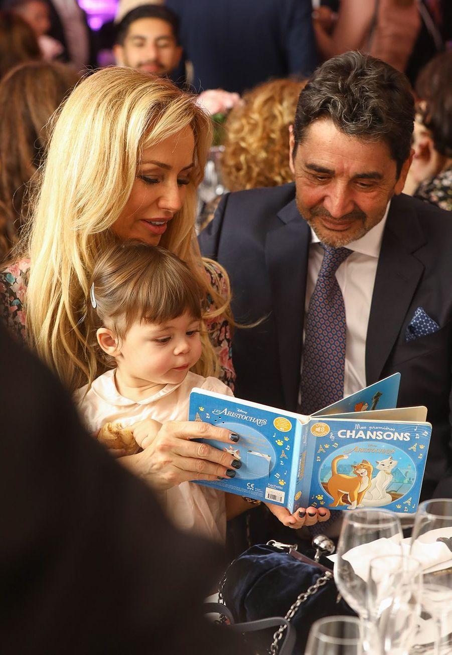 Adriana Karembeu et son mariAram Ohanian avec leur fille Nina (1 an) auPalais du Pharo de Marseille, le 26 octobre2019.