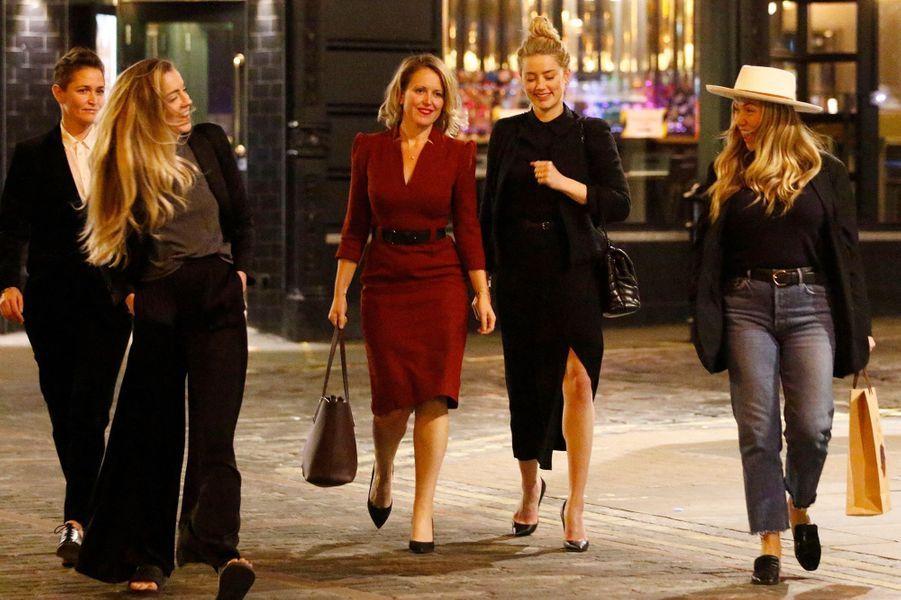 Amber Heard à Londres avec sa soeur Whitney, sa compagne Bianca Butti, une amie et son avocate, le 28 juillet 2020