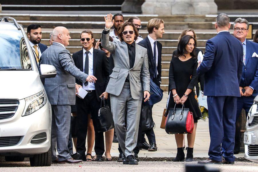 Johnny Depp à la sortie de la Haute Cour de Londres le 28 juillet 2020