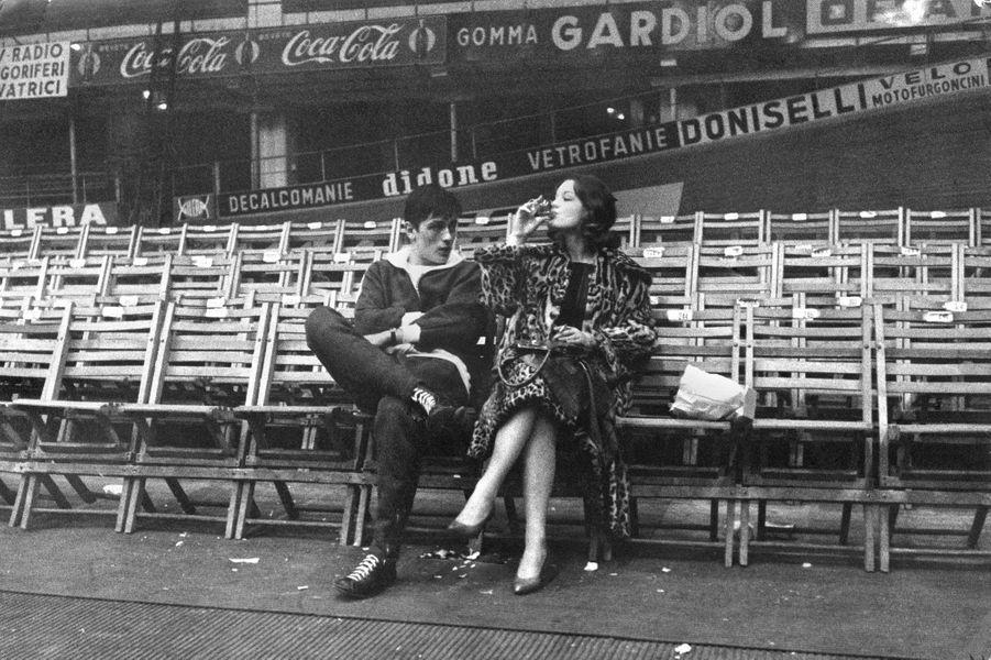 """Les clichés visibles à l'exposition """"Romy Schneider et Alain Delon : les amants magnifiques"""" à la Galerie de l'instant, du22 mars au 7 juin 2017Alain Delon en 1960"""