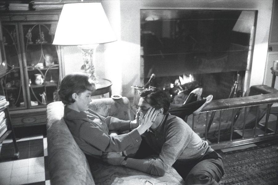 Rocco et Sissi, éternels amoureux sur papier glacé, dans leur hôtel particulier parisien, en janvier 1961.