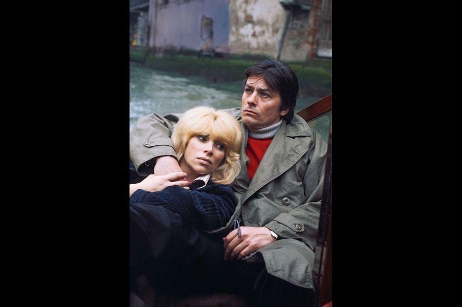 A Venise avec Mireille. Le jour gris qui se lève en ce mois de mai 1977 a laissé espérer aux deux stars qu'elles pouvaient jouer les amoureux anonymes. L'illusion a été de courte durée.