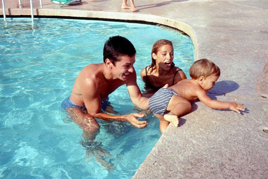 Nathalie Delon, Alain et leur fils Anthonyà Monaco, en août 1965