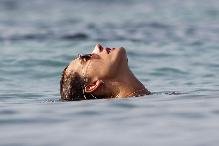 Alessandra Ambrosio en vacances à Formentera