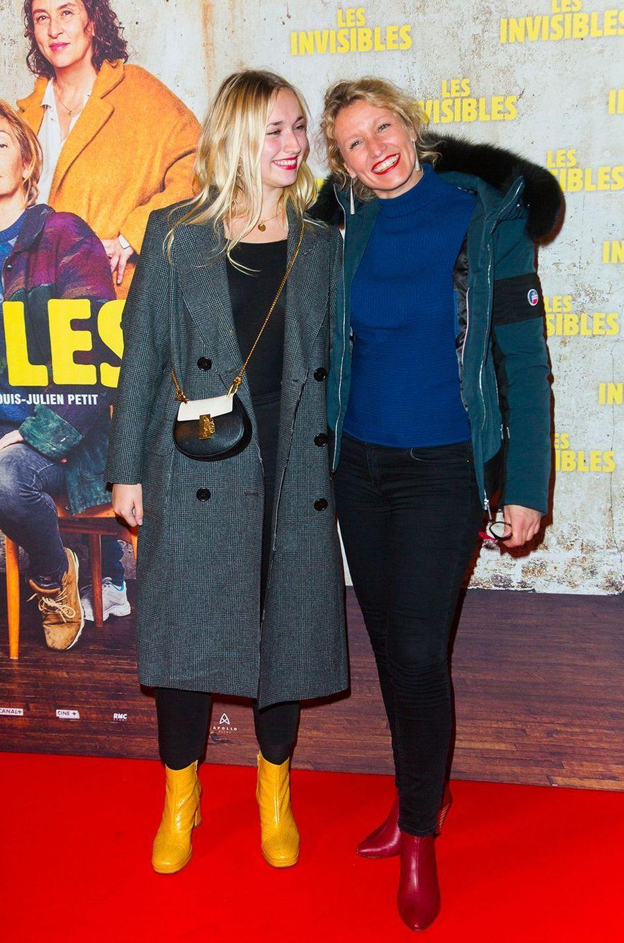 """Chloé Jouannet et Alexandra Lamy à l'avant-première du film """"Les invisibles"""", lundi 7 janvier à Paris"""