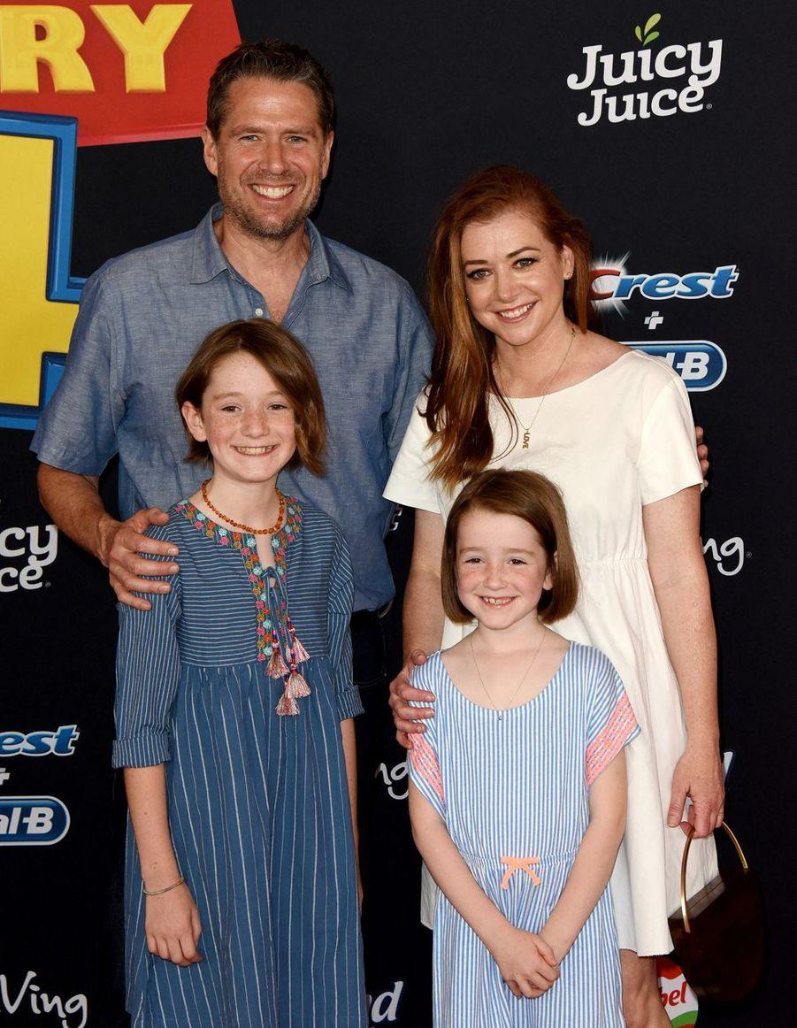 Alyson Hannigan avec son mari Alexis Denisof et leurs fillesSatyana et Keeva lors de la première du film «Toy Story 4» à Los Angeles le 11 juin 2019