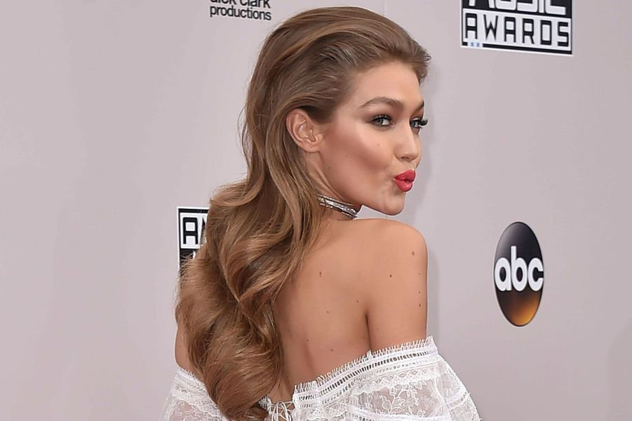 Gigi Hadidaux American Music Awards