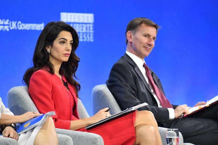 Amal Clooney et Jeremy Hunt lors de la première journée de la «Global Conference for Media Freedom» à Londres le 10 juillet 2019