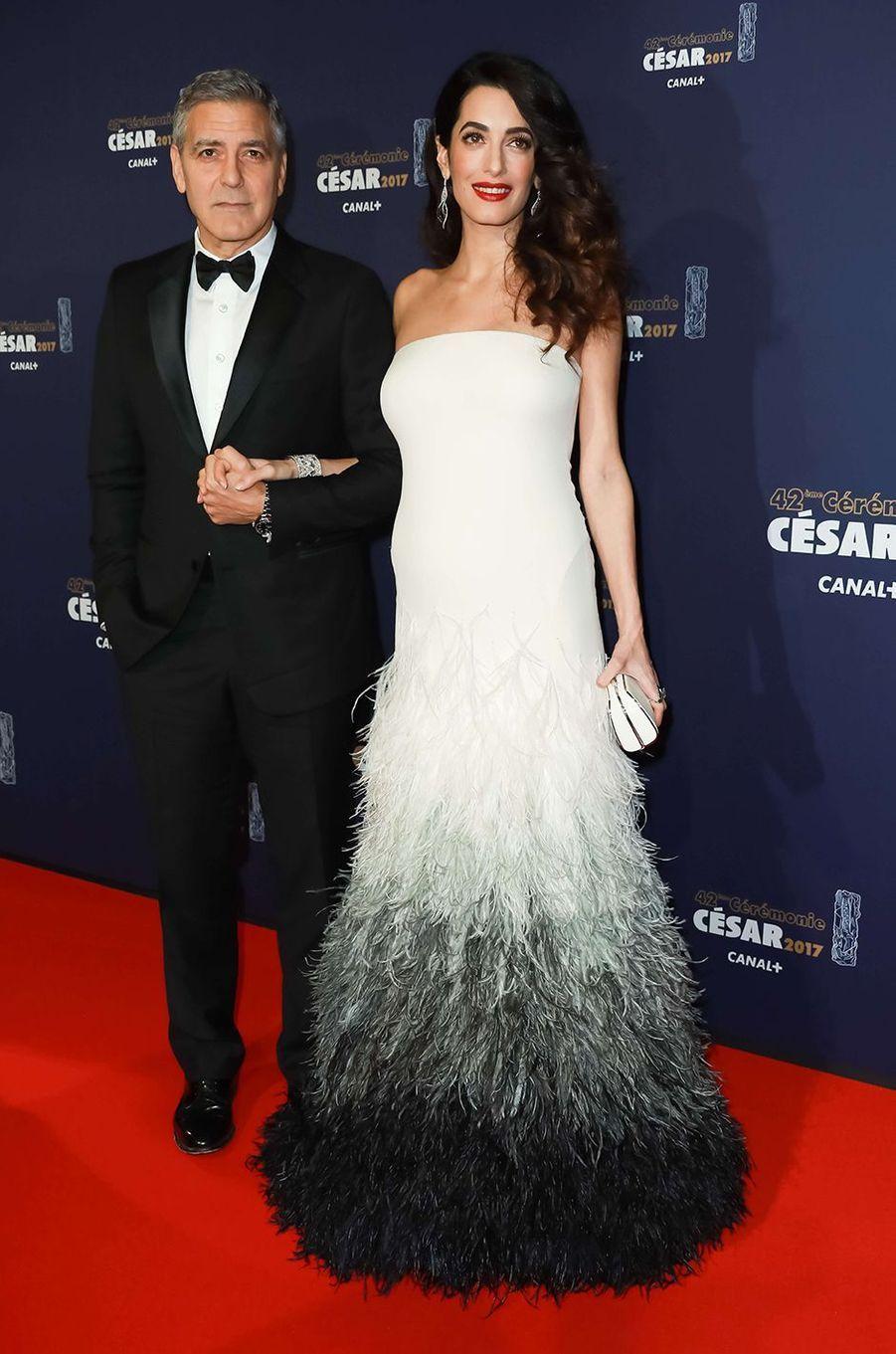 Amal Clooney dans une robe Atelier Versace d'une valeur de 145.000 dollars.