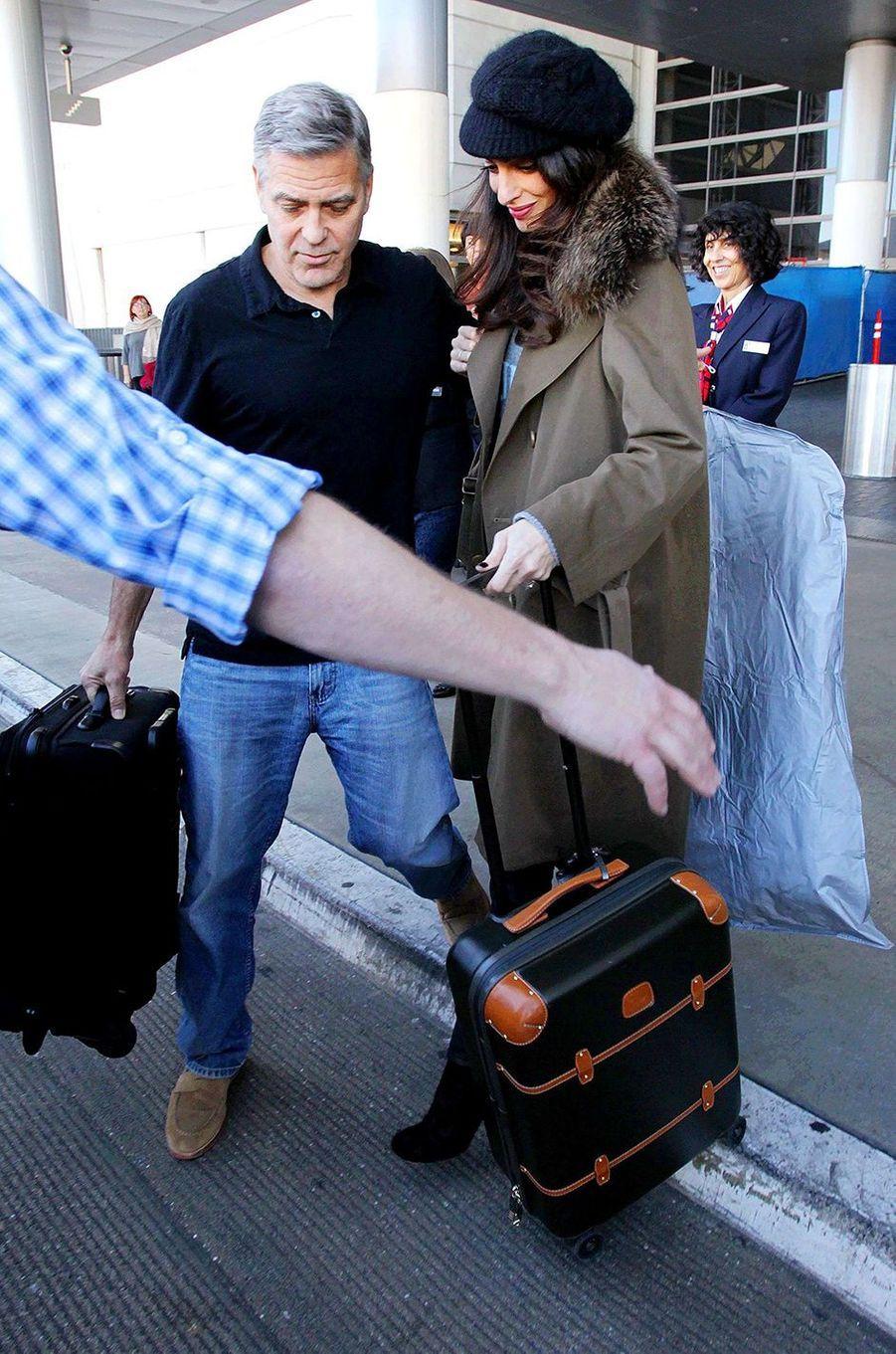 Pour rehausser ce style casual, Amal a opté pour des boots Stella McCartney d'une valeur de 600 dollars.