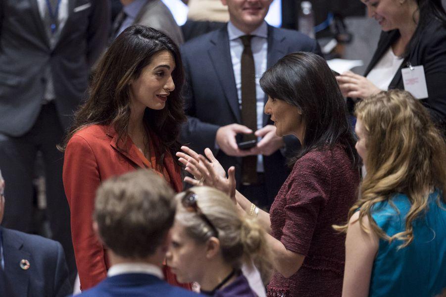 Amal Clooney face à Nikki Haley, ambassadrice des États-Unis aux Nations Unies