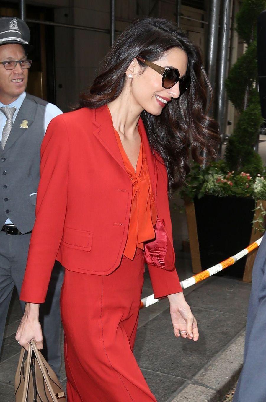 Amal Clooney reprend son travail d'avocate, 3 mois et demi après la naissance de ses jumeaux.