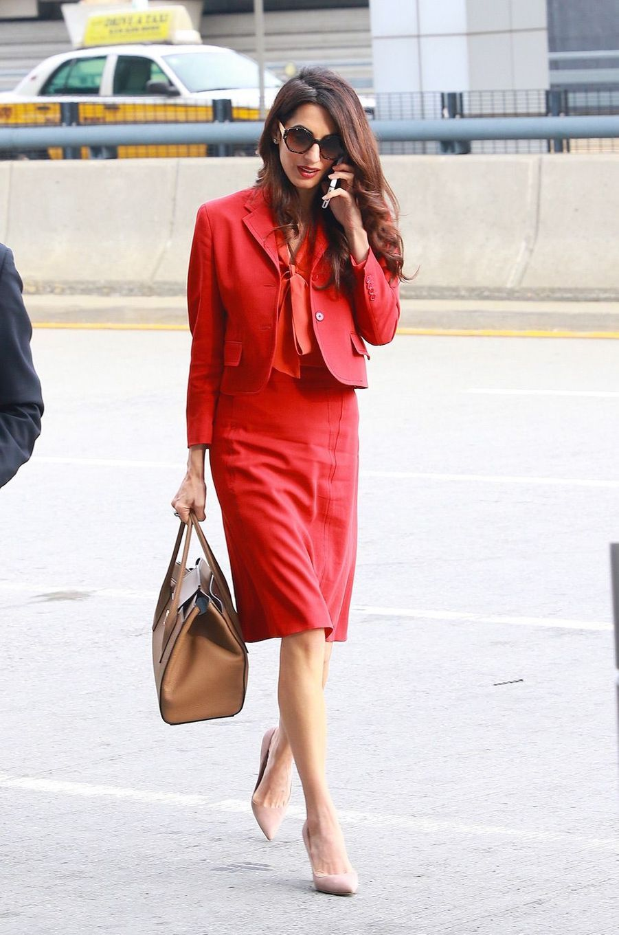 Amal Clooney de retour au travail après son congé maternité, jeudi 21 septembre