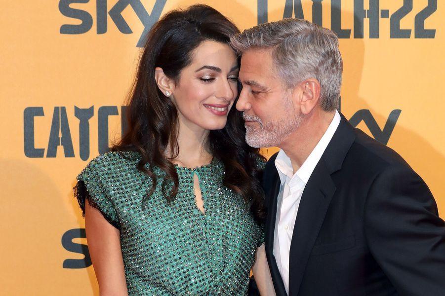 Amal et George Clooney lors de la première de la série «Catch-22» à Rome en mai 2019