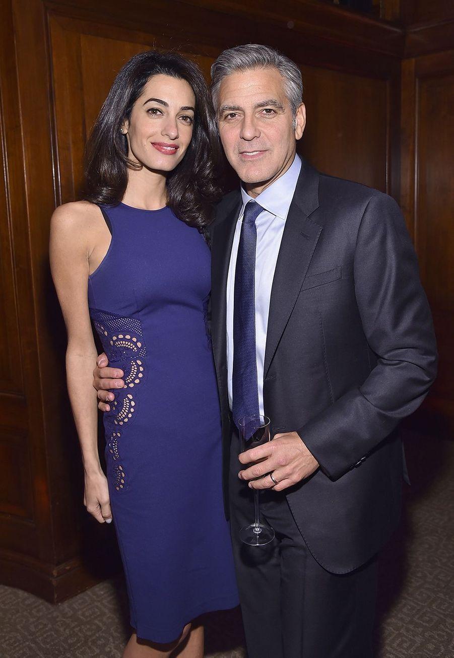 Amal et George Clooney lors d'une soirée caritative à New York en mars 2015