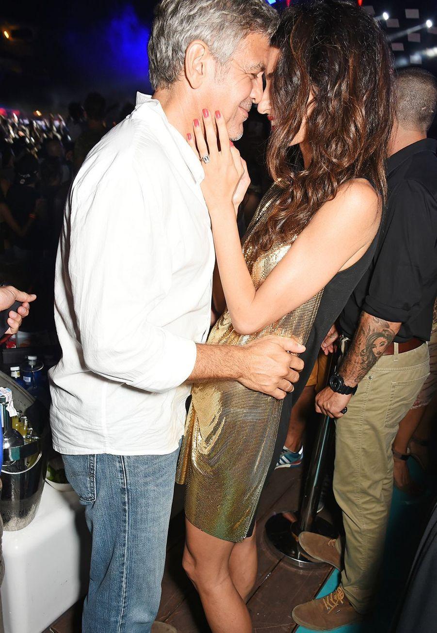Amal et George Clooney lors de la soirée Casamigos Tequila à Ibiza en août 2015