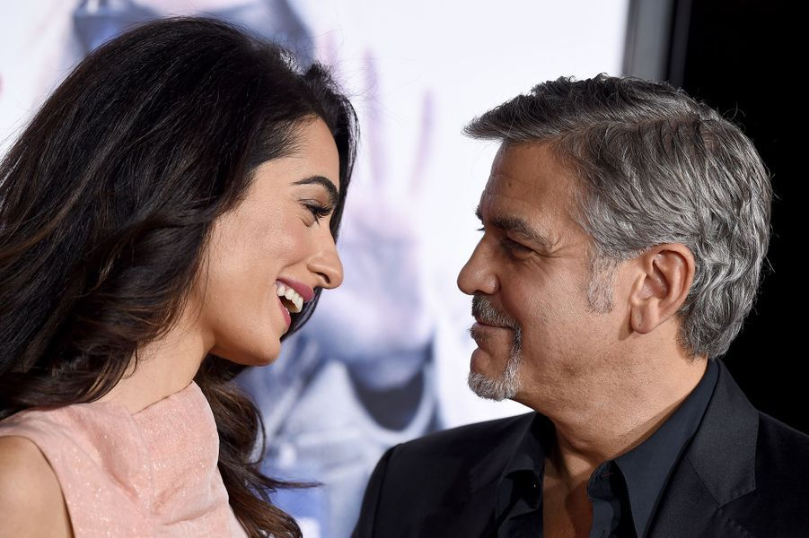 Amal et George Clooney à la première du film «Our Brand Is Crisis» à Los Angeles en octobre 2015