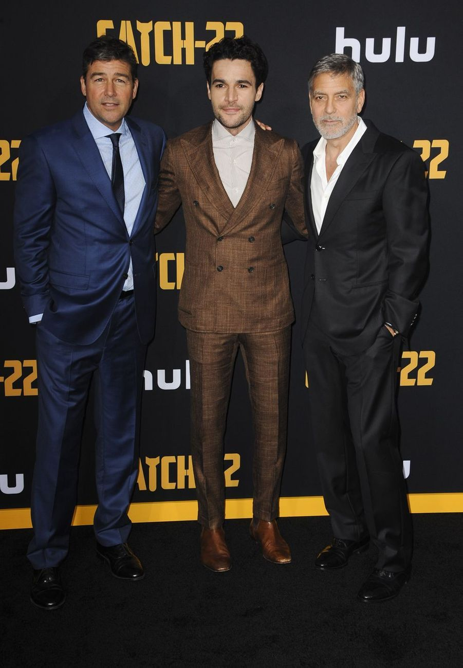 Kyle Chandler, Christopher Abbott et George Clooney à la première de «Catch-22» à Los Angeles le 7 mai 2019