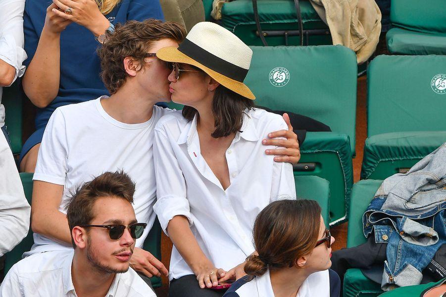 Thomas Solivérès et Lucie Boujenah dans les tribunes de Roland Garros 2018