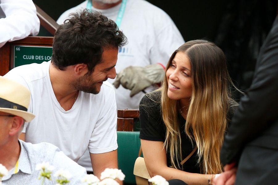 Amir et sa compagne Lital dans les tribunes de Roland Garros 2018