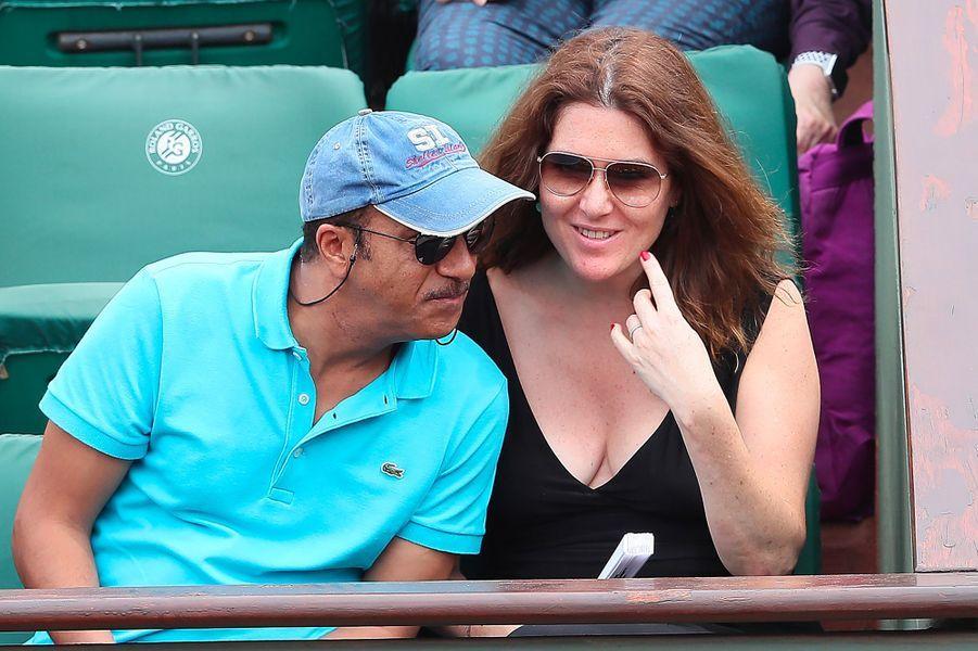 Pascal Legitimus et Adriana Santini dans les tribunes de Roland Garros 2018
