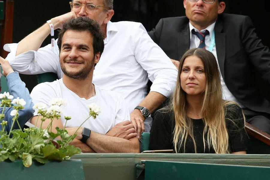 Amir et son épouse dans les tribunes de Roland Garros, le 28 mai 2018.