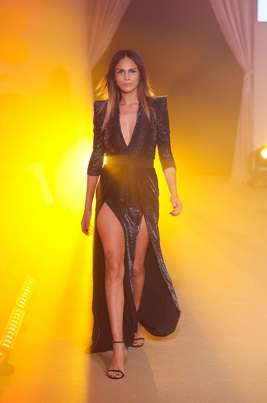 Les mannequins présentent les collections printemps / été : de Versace à Just Cavalli en passant par Pierre Balmain et Christophe Guillarmé.