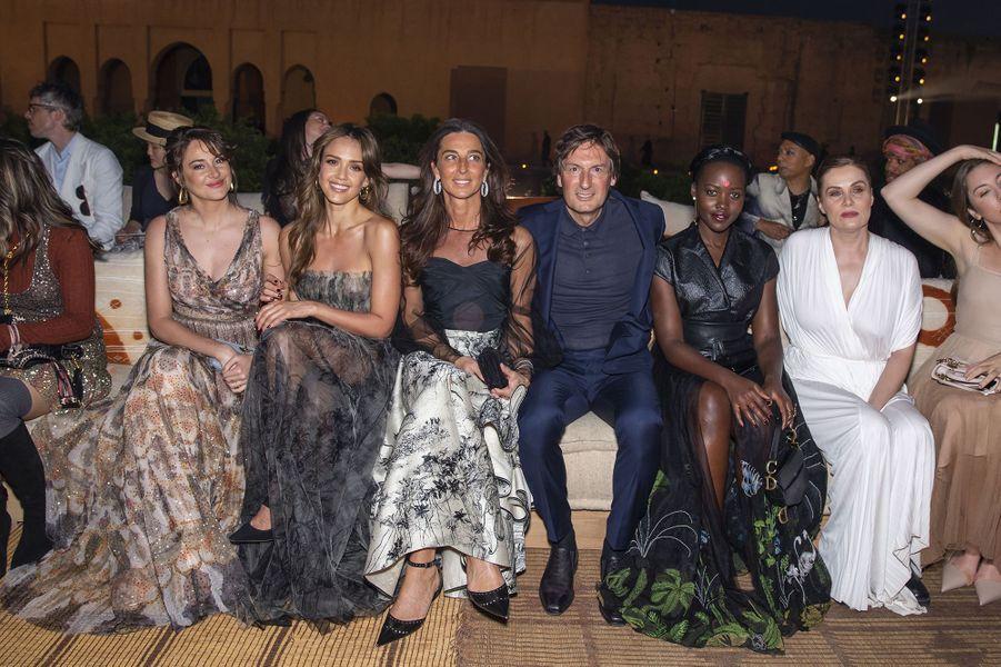 Shailene Woodley, Jessica Alba, Pietro Beccari et sa femme Elisabetta, Lupita Nyong'o et Emmanuelle Seigner au défilé Croisière Dior au Palais El Badi à Marrakech, le 29 avril 2019