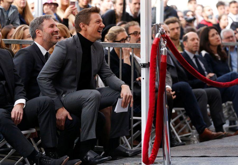 Jeremy Renner hilare lors de l'hommage à Amy Adams.
