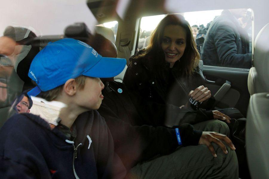 Angelina Jolie et ses filles lors de leur visite du camp deZaatari, en Jordanie