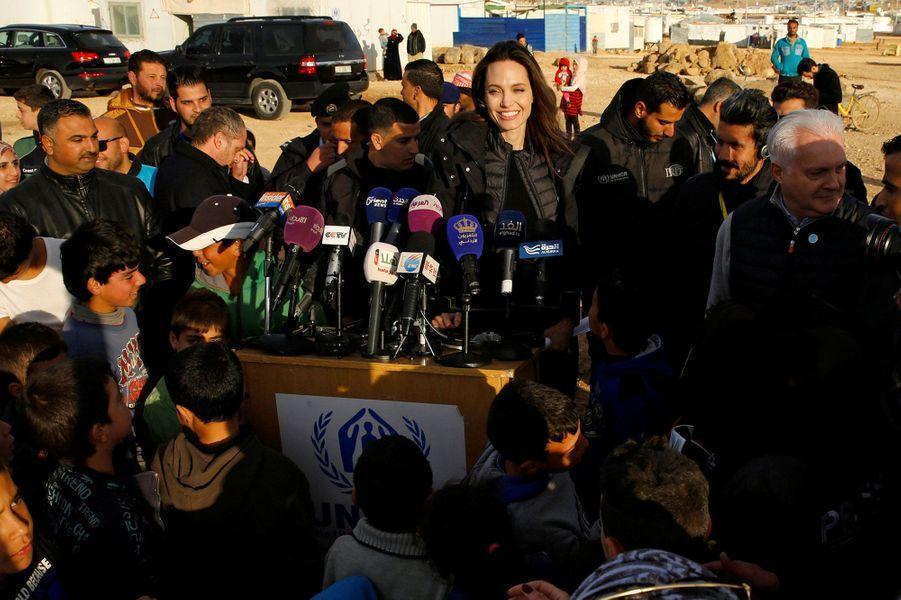Angelina Jolie lors de sa visite du camp deZaatari, en Jordanie