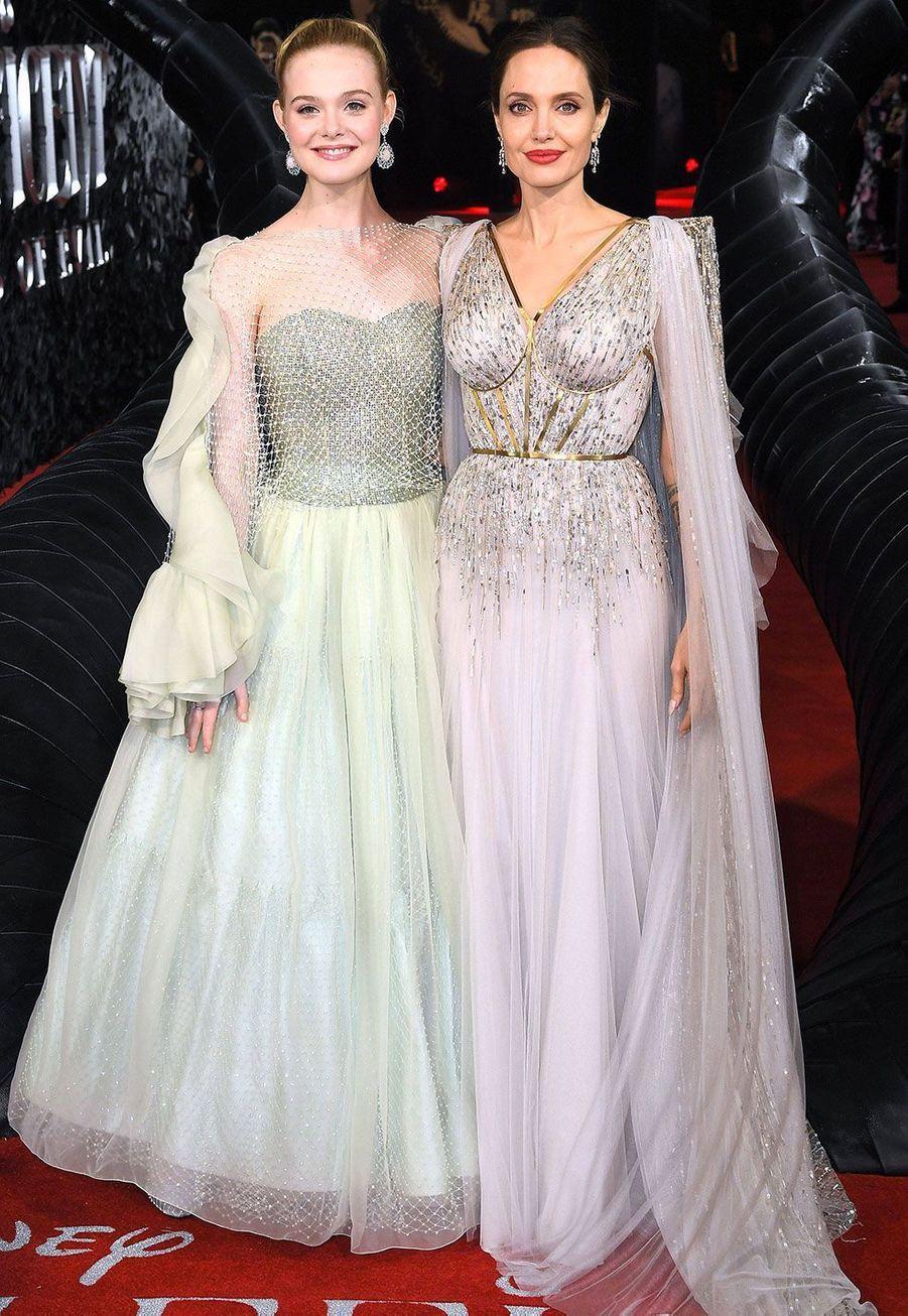 """Angelina Jolie et Elle Fanning à l'avant-première de""""Maléfique : le Pouvoir du Mal"""", à Londres mercredi"""