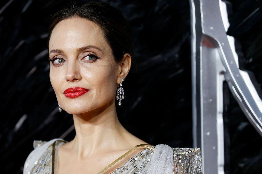 """Angelina Jolie à l'avant-première de""""Maléfique : le Pouvoir du Mal"""", à Londres mercredi"""
