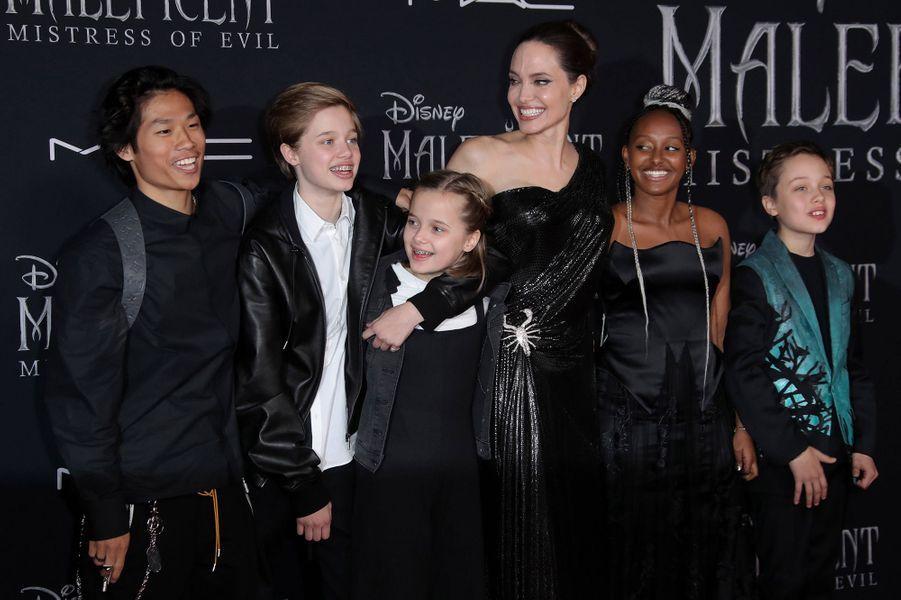 Angelina Jolie et ses enfants Pax, Zahara, Shiloh, Knox et Vivienne à l'avant-première de «Maléfique 2» à Los Angeles le 30 septembre 2019