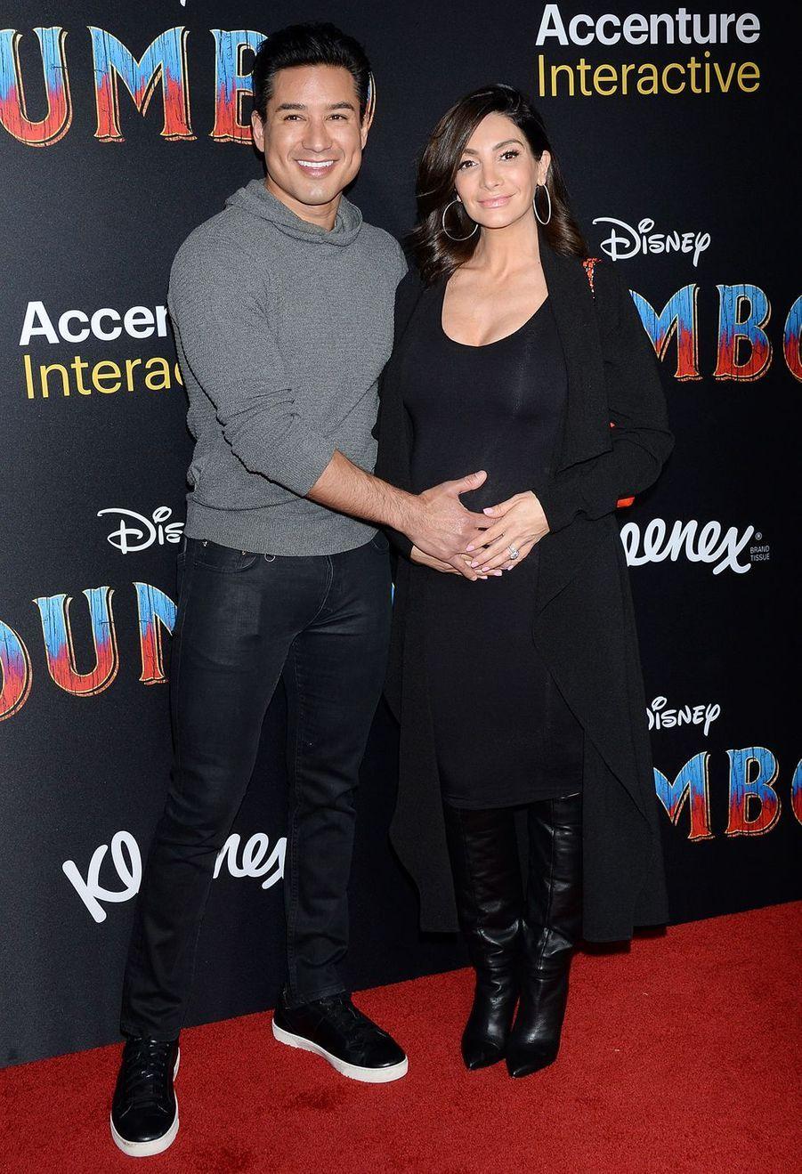 Mario Lopez et Courtney Laine Mazzaà la première de Dumbo à Los Angeles, le 11 mars 2019