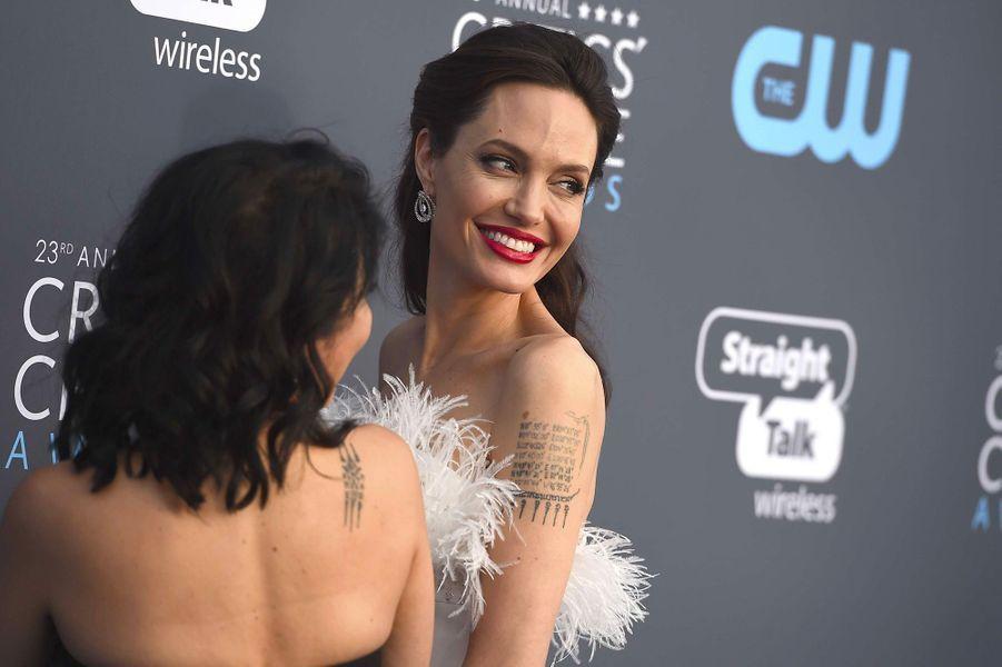 Angelina Jolie et Loung Ung aux Critics Choice Awards
