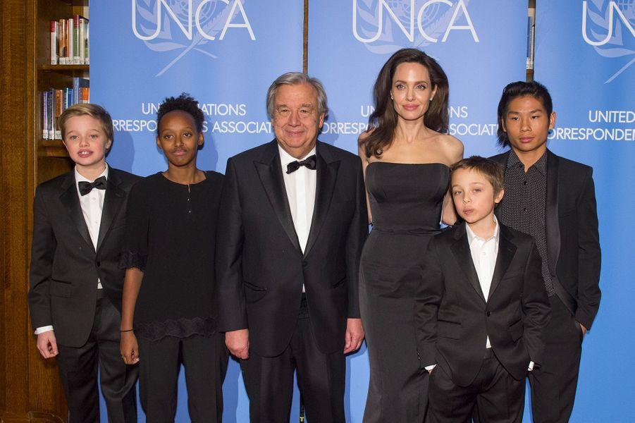 Angelina Jolie et ses enfants, Zahara, Pax, Vivienne et Shiloh avec Antonio Guterres