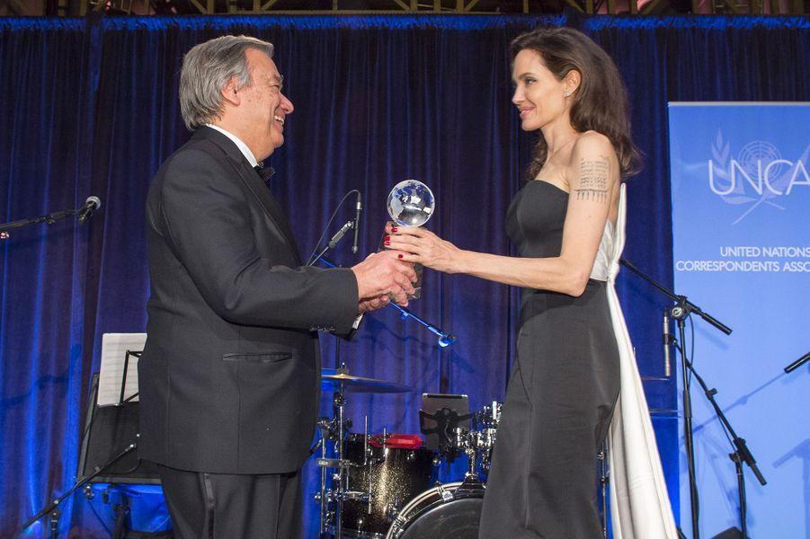 Angelina Jolie récompensée par Antonio Guterres, secrétaire général de l'ONU