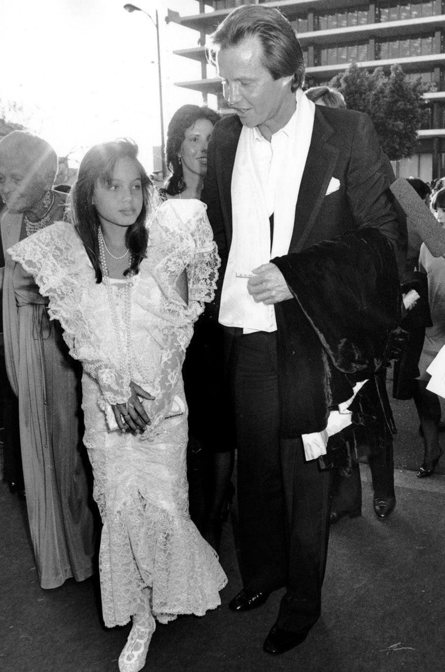 Angelina Jolie et son père Jon Voight en 1986.
